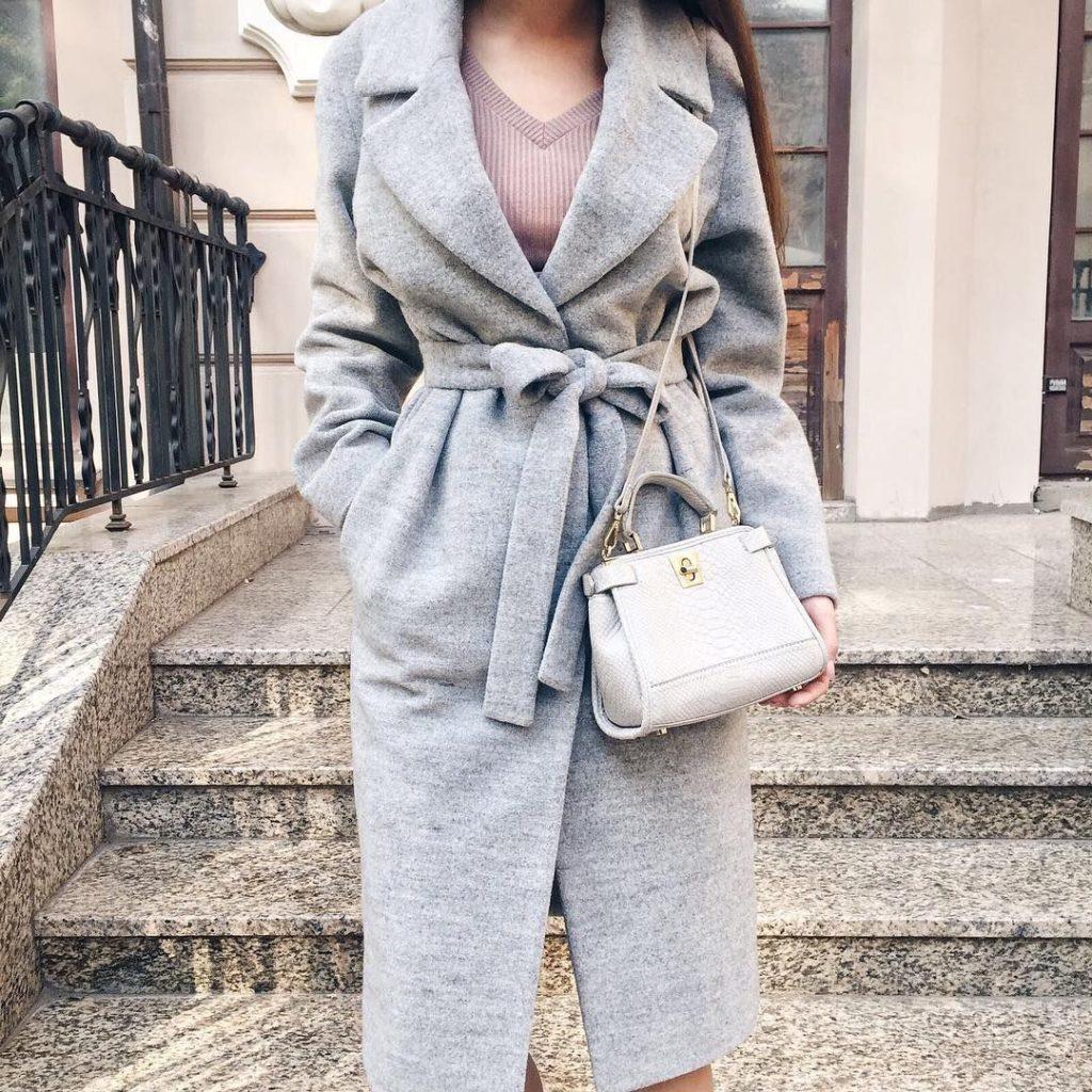модный серый цвет в верхней одежде