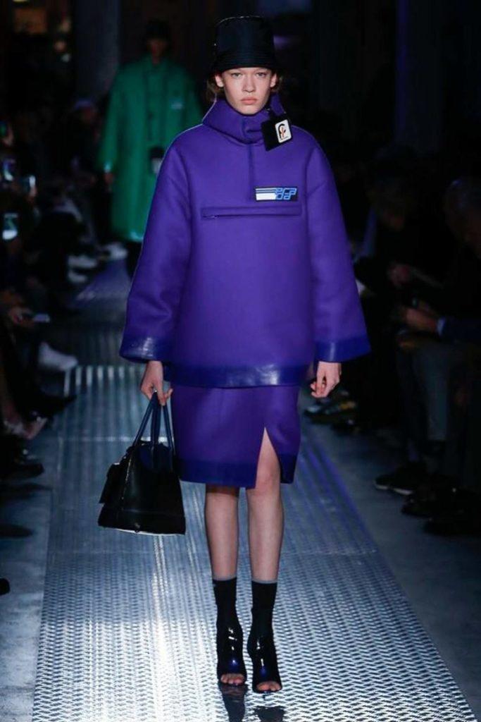 Модные цвета весна 2021: насыщенный синий