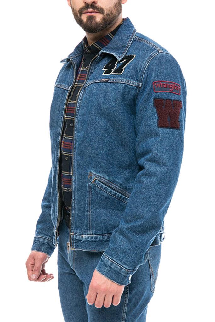 джинсовая куртка синяя с нашивками
