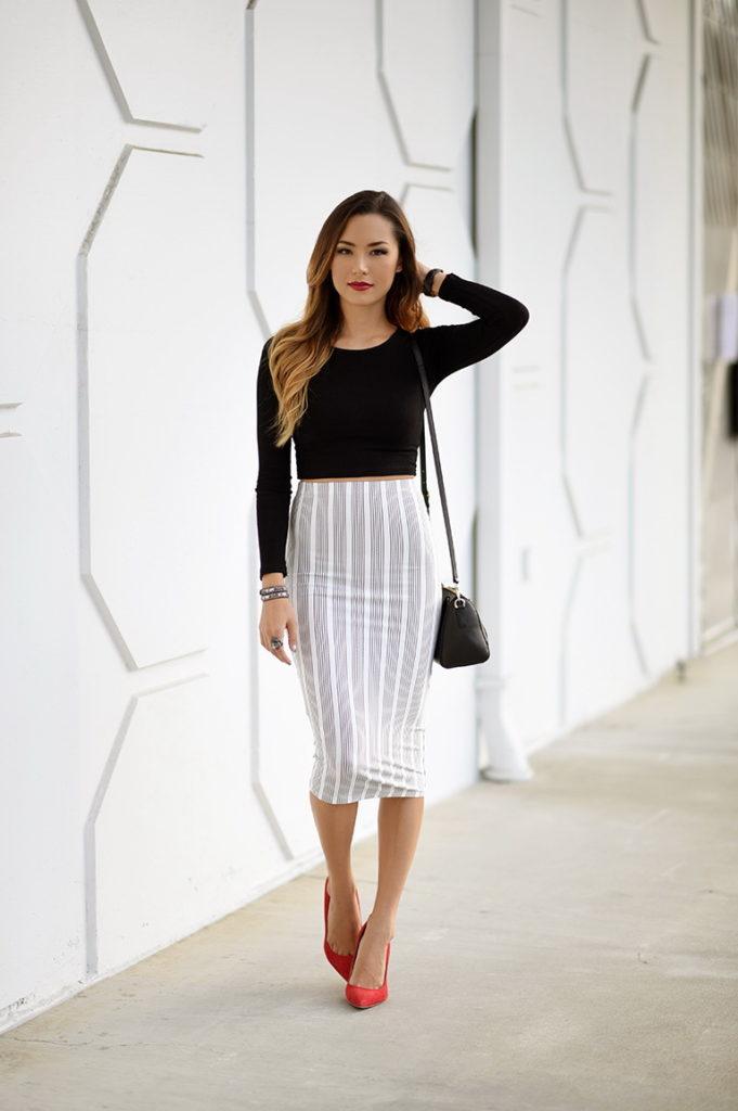 прямая юбка серая в белую полоску