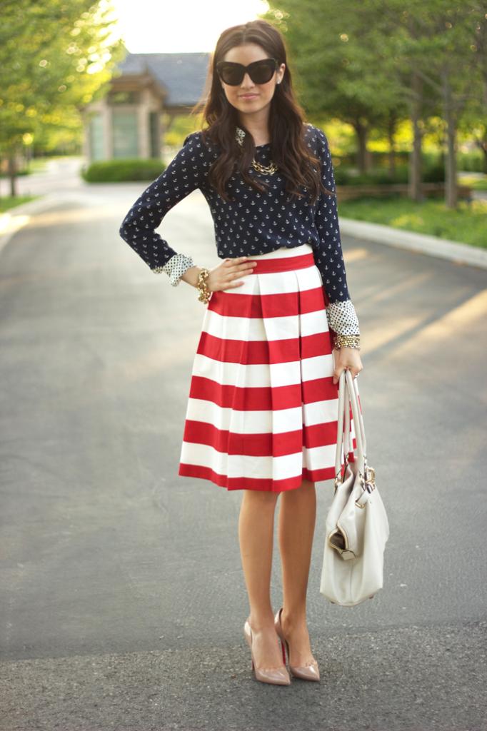 широкая юбка по колено красная с белым в полоску