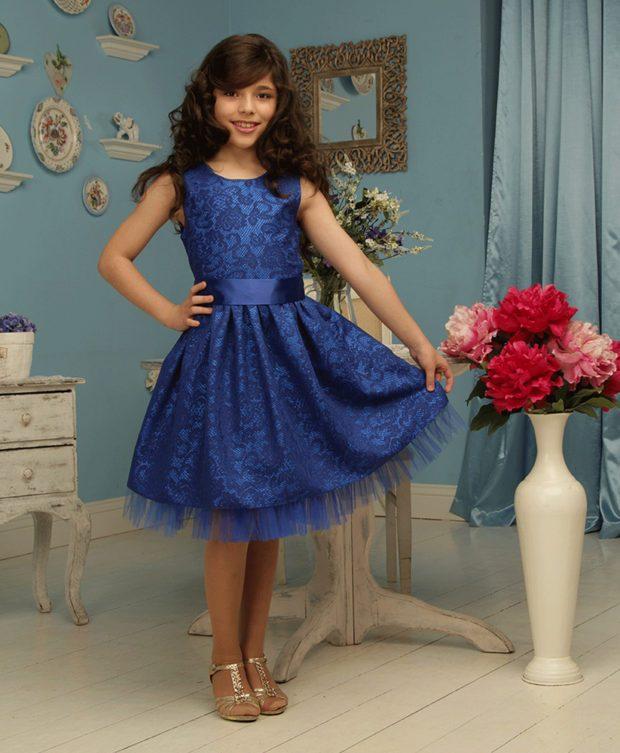 детская мода - синее ажурное платье без рукава для девочек