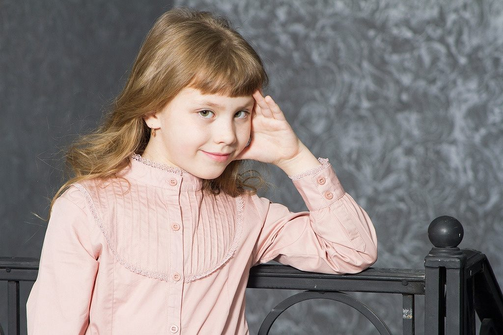 детская мода - бежевая блузка воротник стойка для девочек
