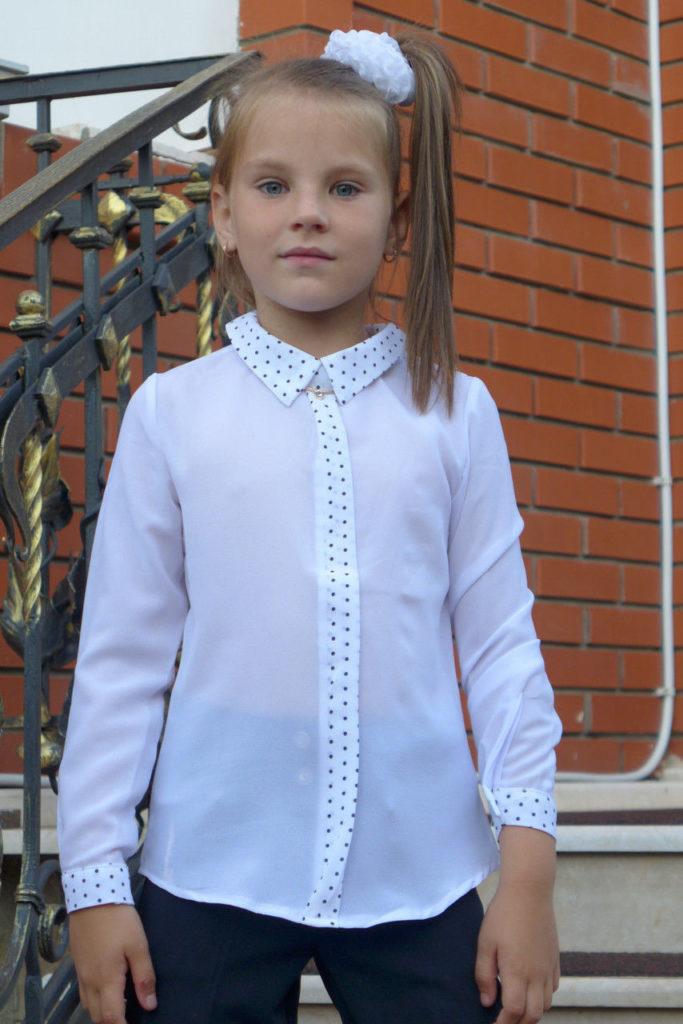 детская мода - белая блузка с мелким горохом для девочек