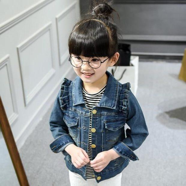 детская мода - короткая джинсовая куртка