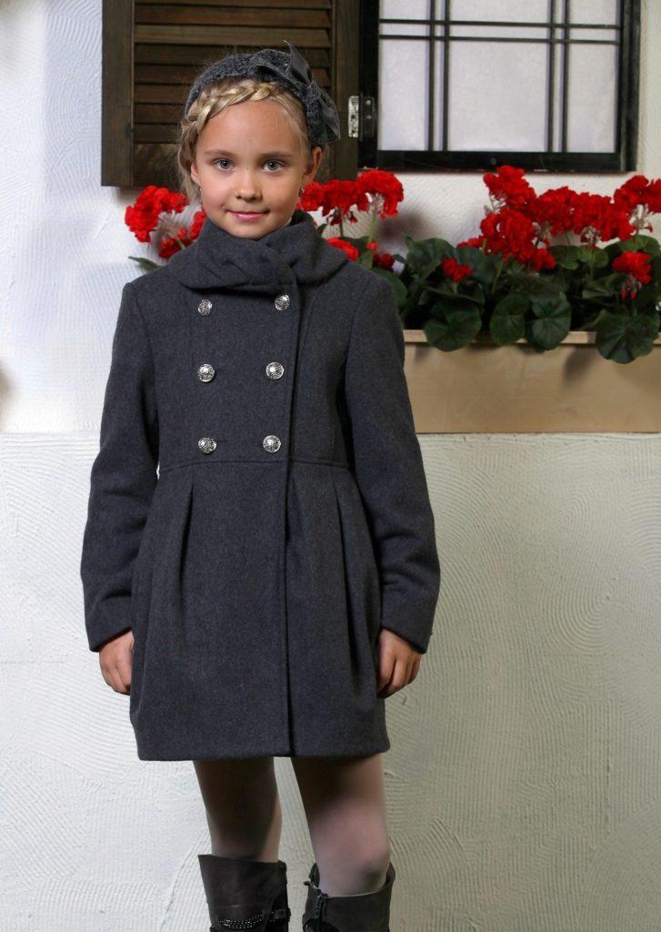 детская мода - серое двубортное пальто