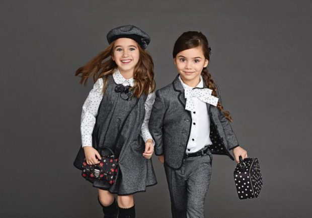 детская мода - серый сарафан под белую блузку серый брючный костюм