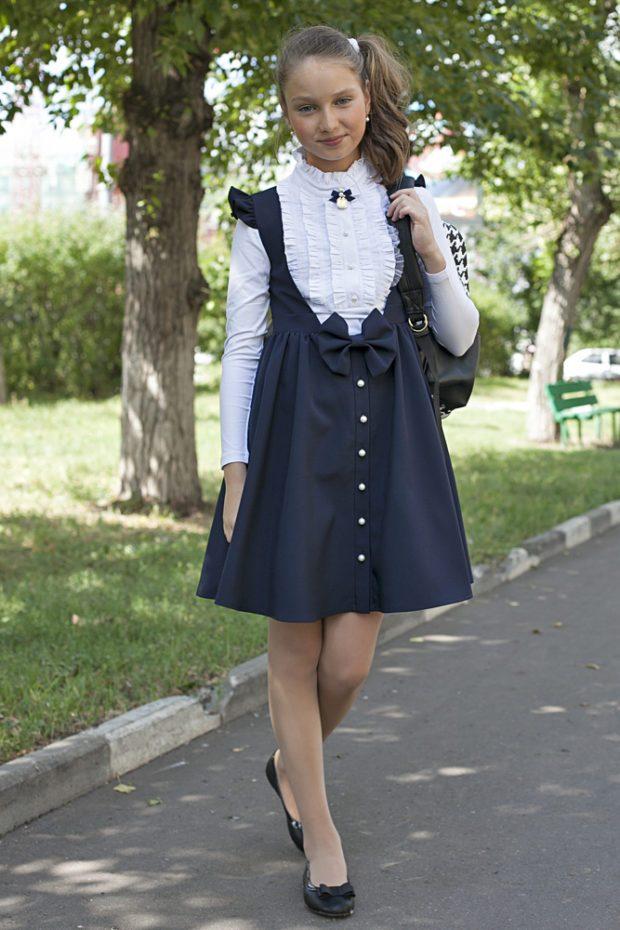 детская мода - синий сарафан с бантом под блузку белую