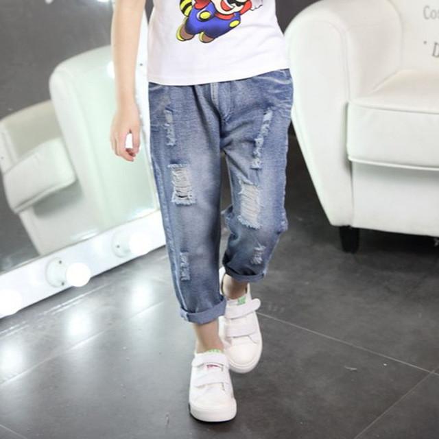 детская мода - потертые джинсы подкатанные для мальчиков