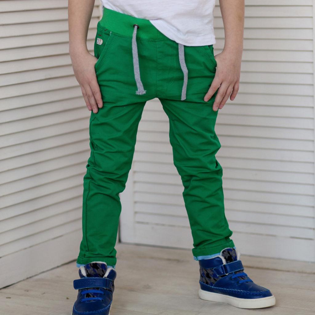детская мода - зеленые джинсы для мальчиков