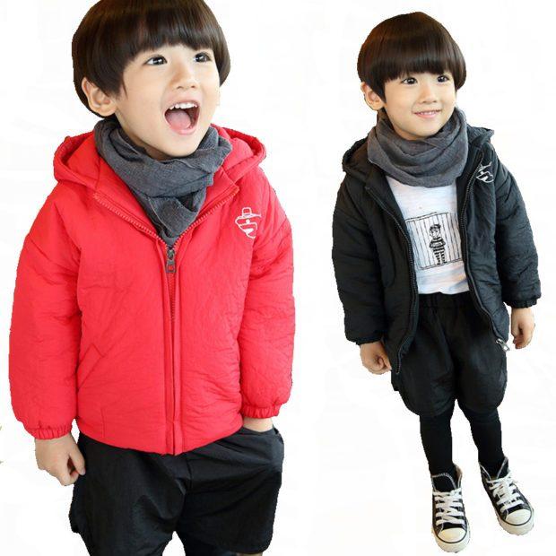 красная и черная куртка под черные шорты