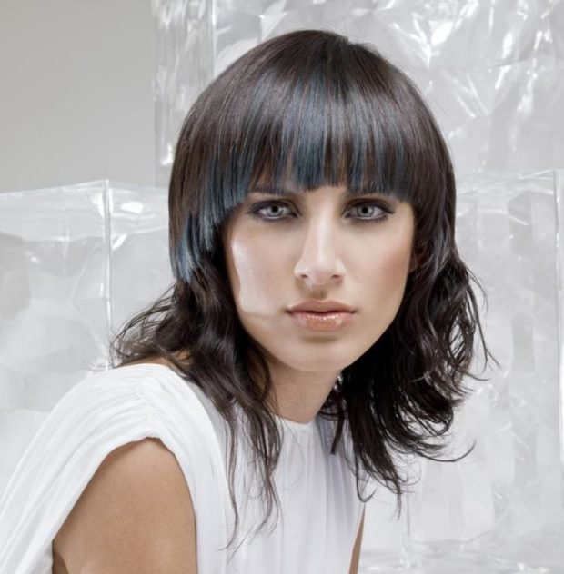 женские стрижки 2019-2020: итальянка с ровной челкой