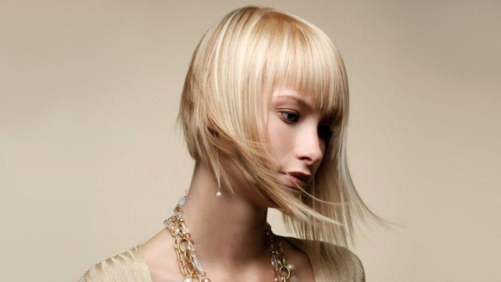 рваная стрижка на ровные волосы с ровной челкой