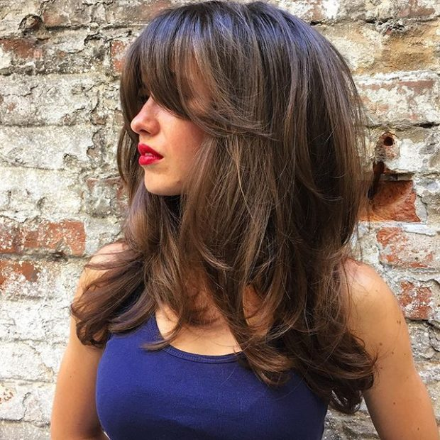 женские стрижки: каскад на длинные волосы с челкой