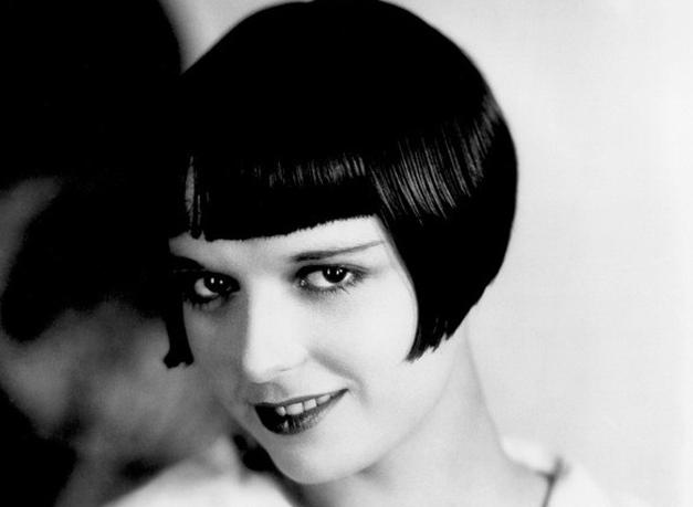 женская стрижка паж на короткие волосы с ровной челкой