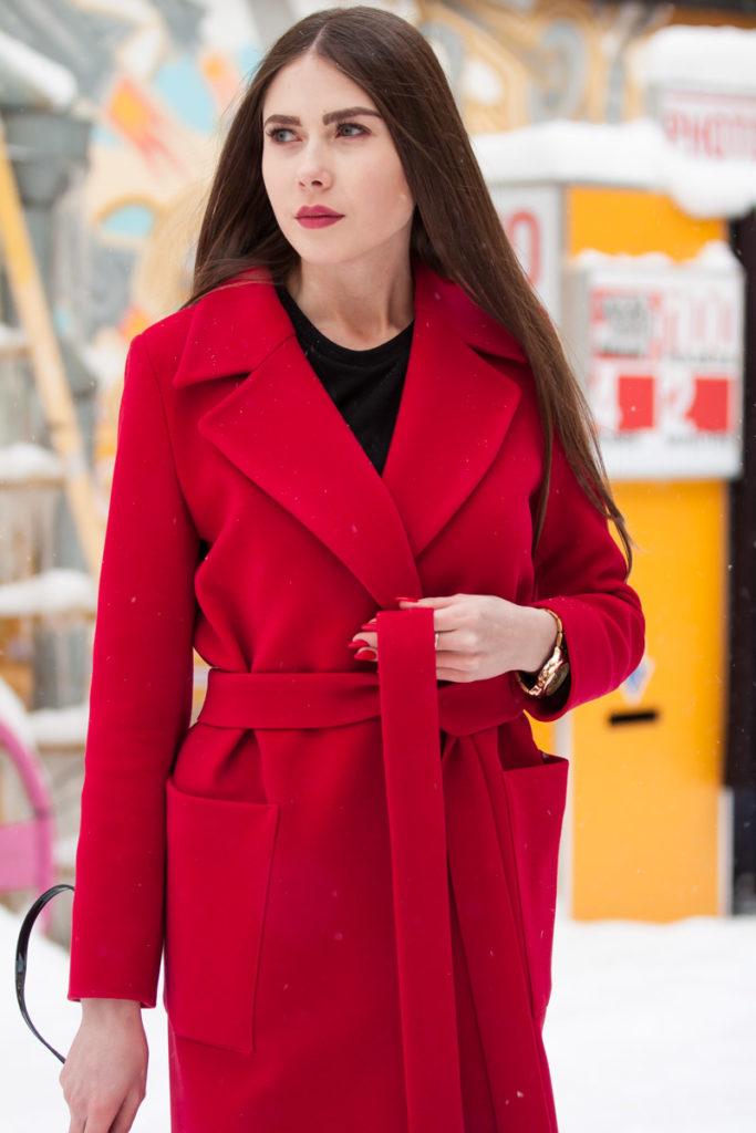 Мода в женской одежде - красное пальто