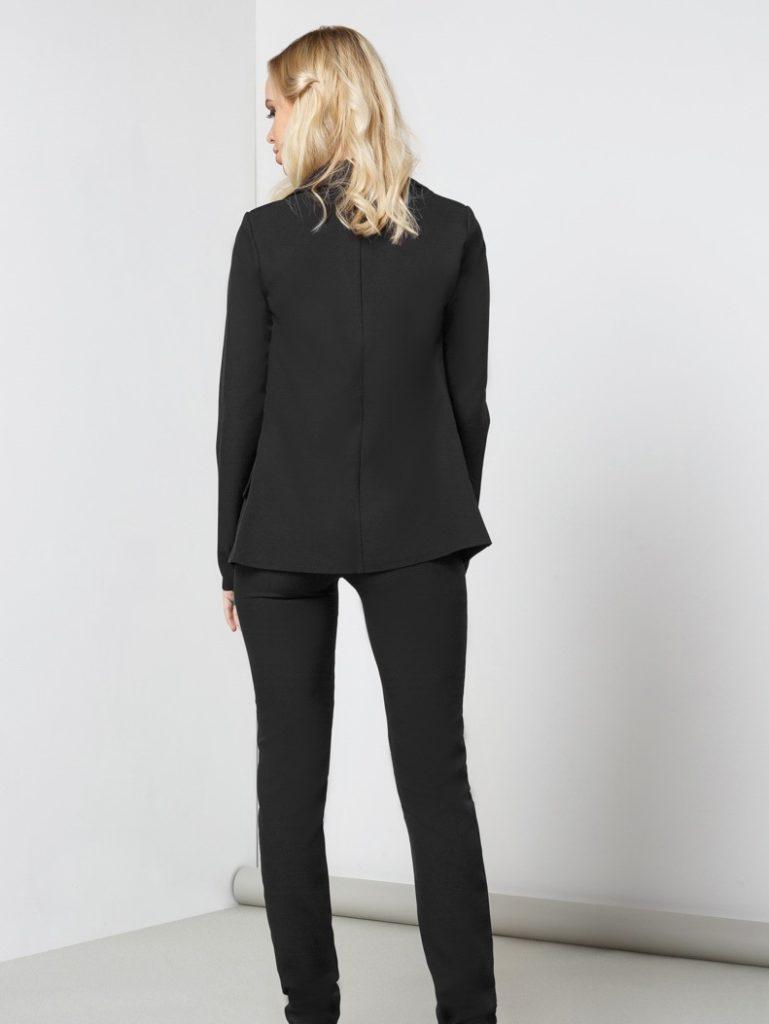 Мода в женской одежде - черный жакет под черные брюки