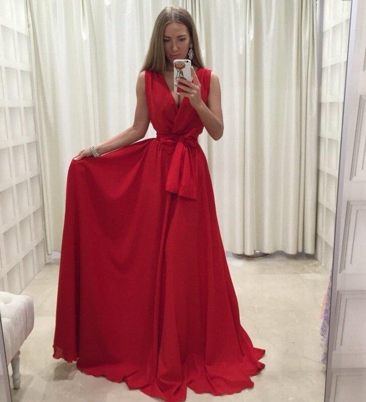 Мода в женской одежде - красное платье