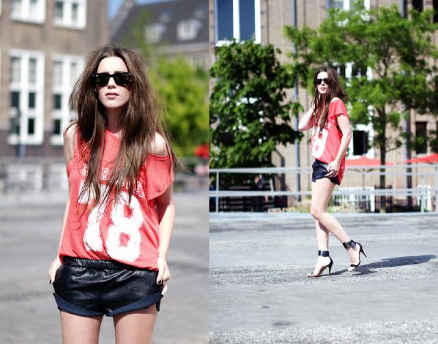Мода в женской одежде - спортивная футболка и шорты