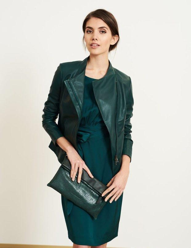 Мода в женской одежде - кожаная косуха зеленая