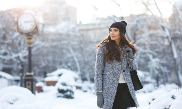 Мода в женской одежде - серое пальто