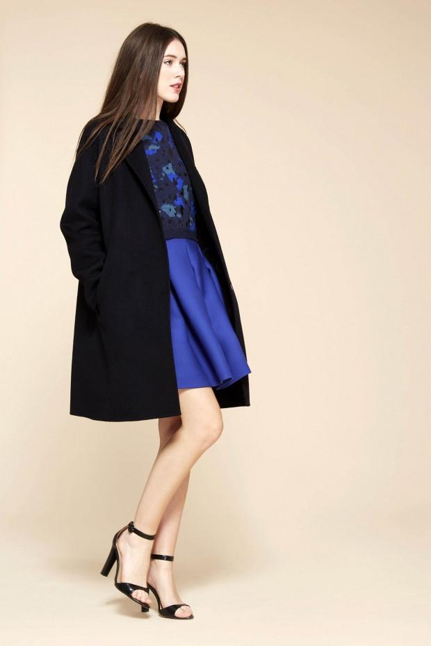 Мода в женской одежде - черное пальто классика