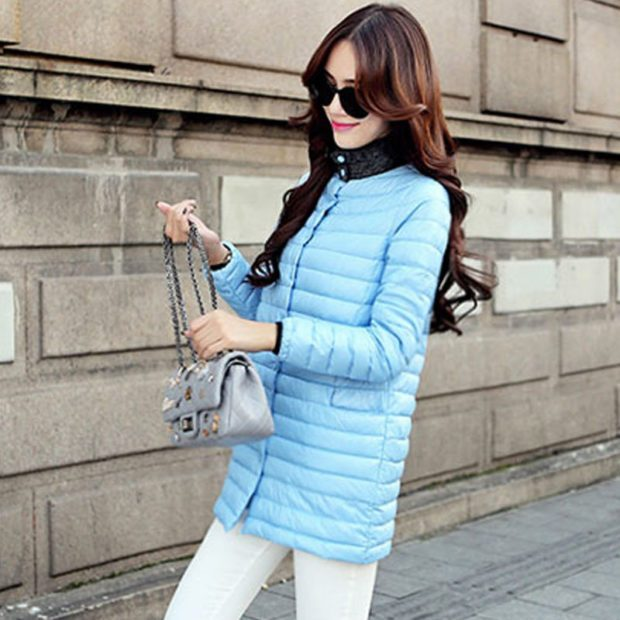 Мода в женской одежде - голубая стеганая курточка