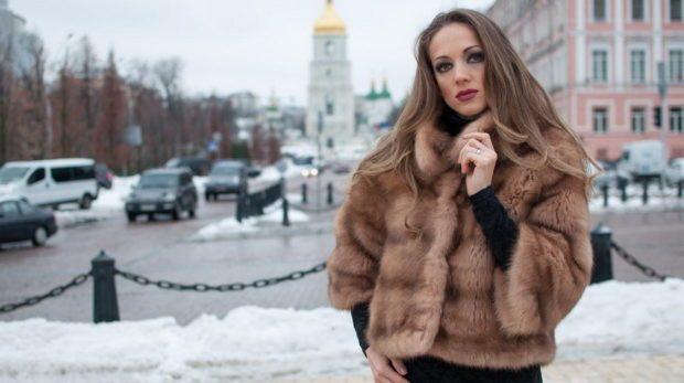 Мода в женской одежде - коричневый полушубок из собля