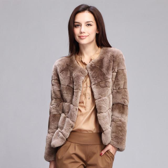 Мода в женской одежде - коричневый полушубок из кролика