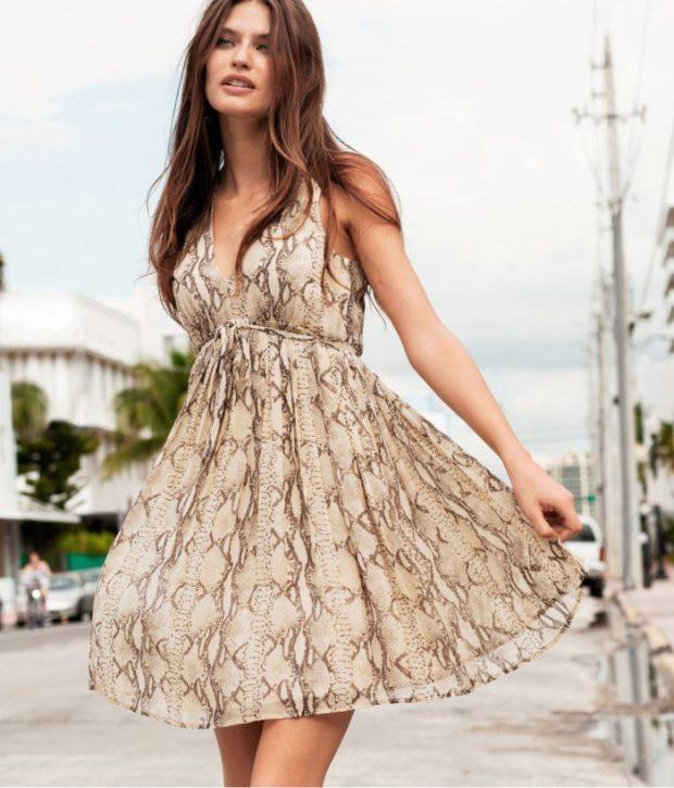 Мода 2019-2020 года в женской одежде - коричневый сарафан