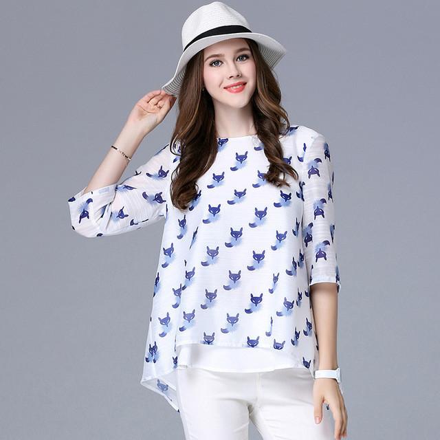 модная женская одежда - блузка белая со шлейфом в котята