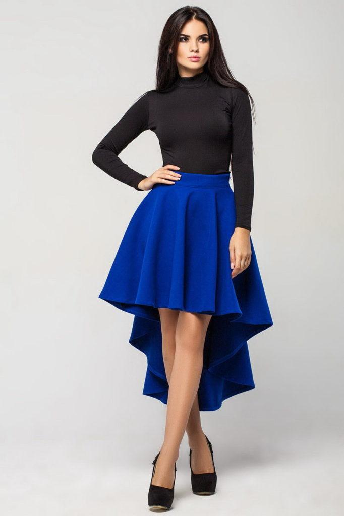 синяя юбка со шлейфом