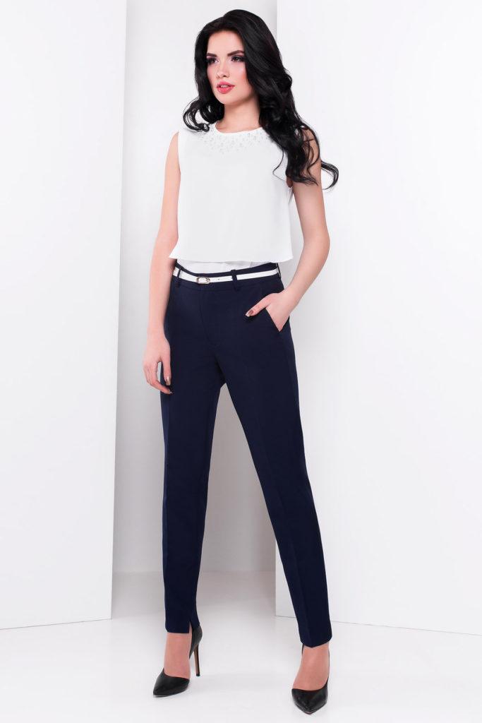брюки темно-синие и прямые