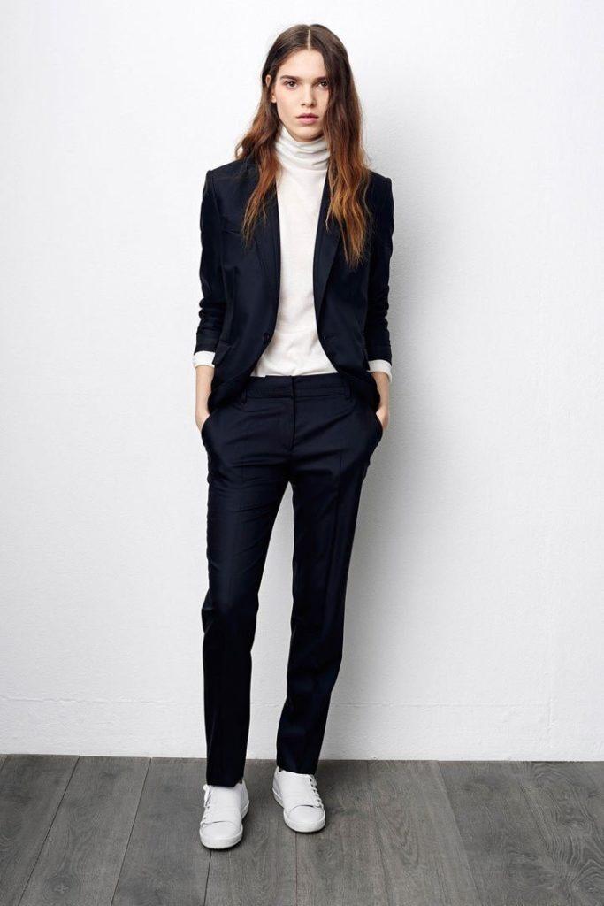 темные классические брюки