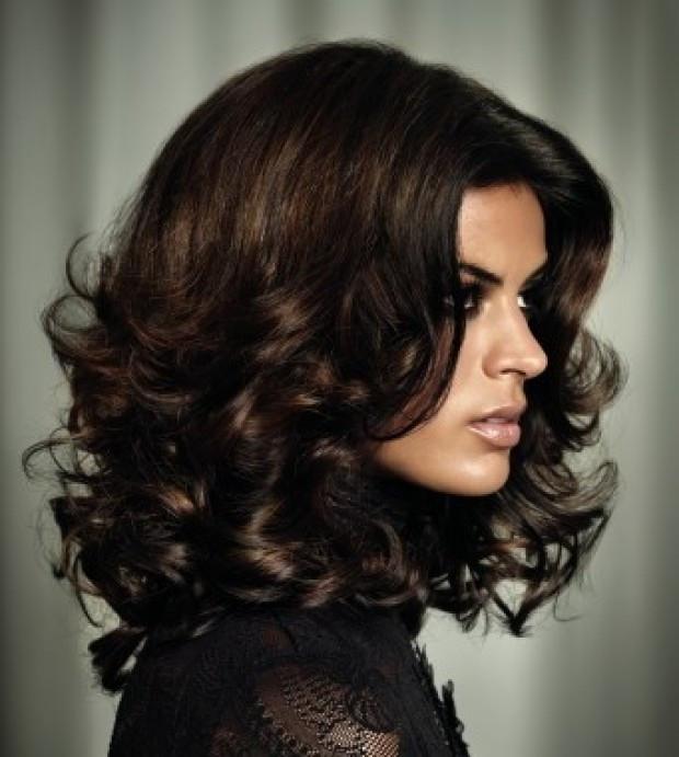 стрижка итальянка на среднюю длину волнистых волос