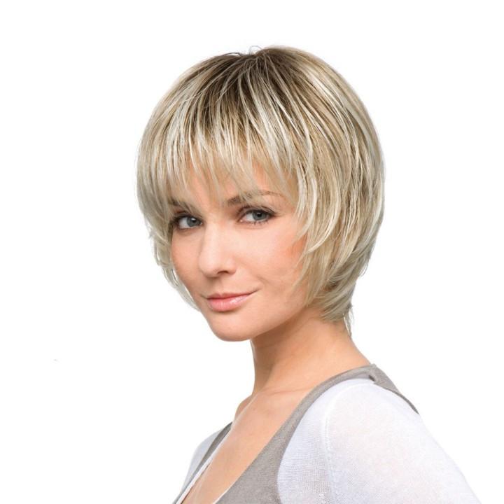 стрижка итальянка на короткие волосы с прямой челкой