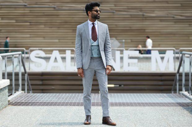 Мужская мода весна лето 2020: брючный костюм белый в черную полоску
