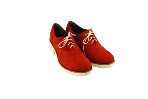 туфли весна лето: красные перфорированные на шнурках