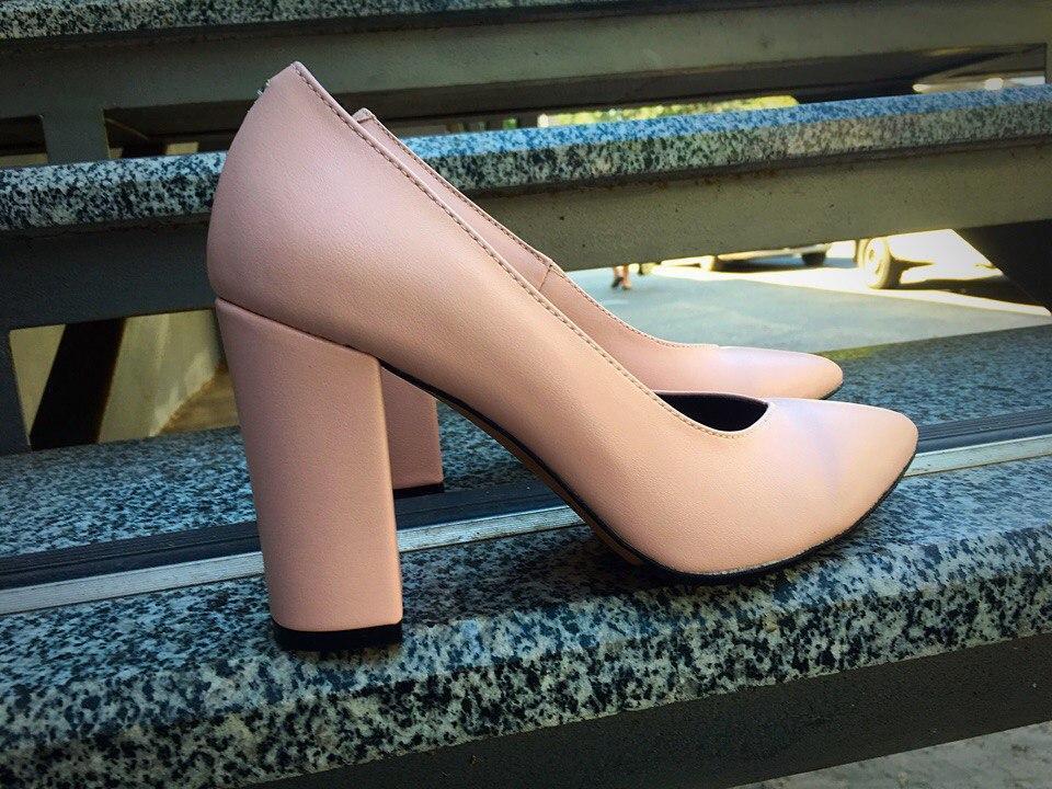 женские туфли кожаные толстый каблук пудровый цвет