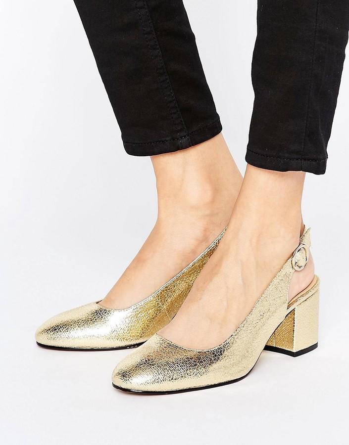 туфли с открытой пяткой золотой на небольшом каблуке